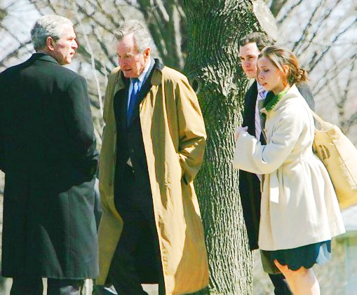 Barbara Bush Jay Blount With Presidents George W Oddly This Picture Was Taken During An Even Numbered Year But It In The Spring